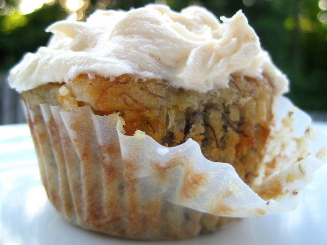 Banana Cupcakes with Honey Cinnamon Frosting | A Hint of Honey