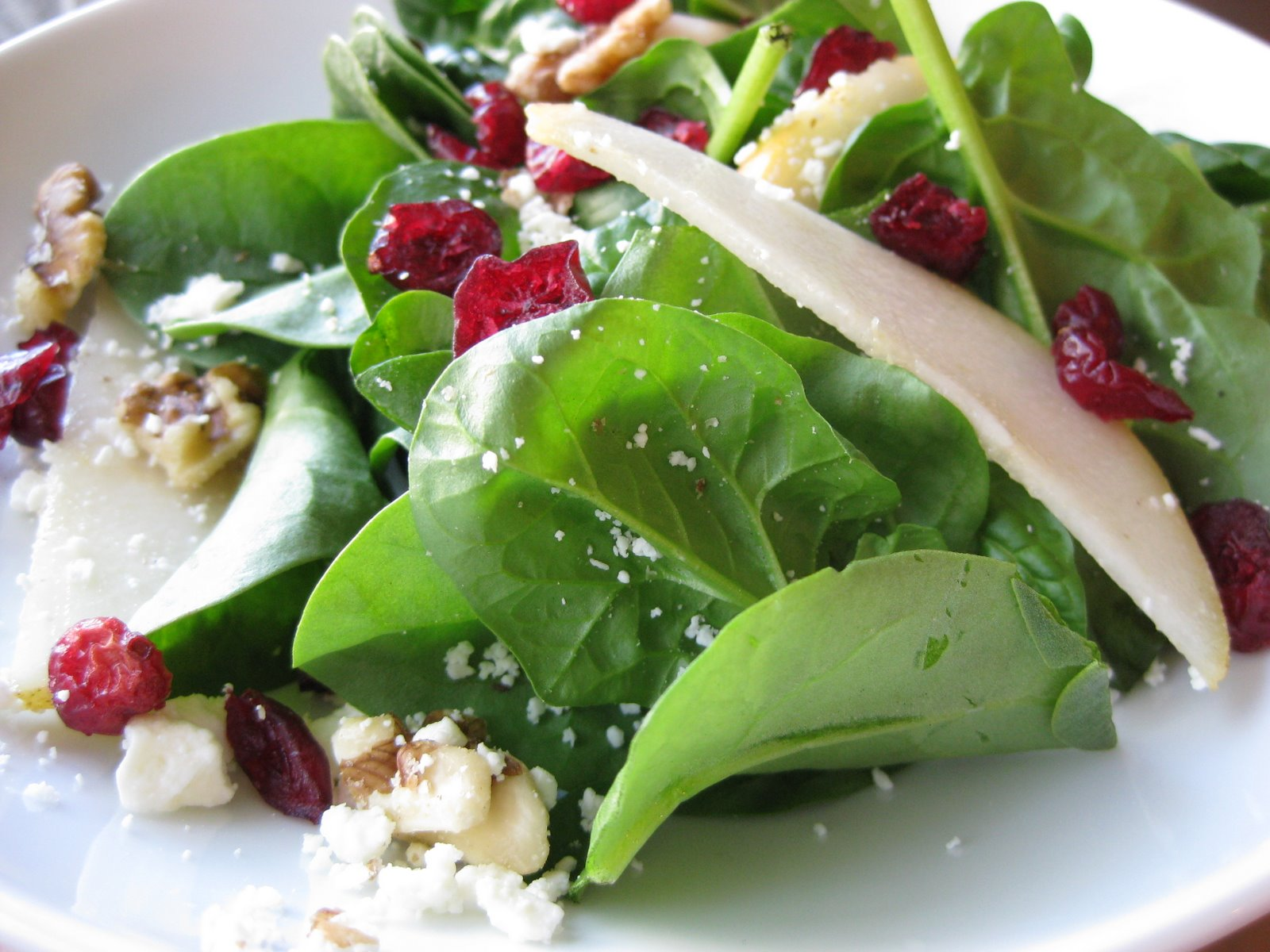 Spinach, Pear, and Walnut Salad with Pomegranate Vinaigrette A